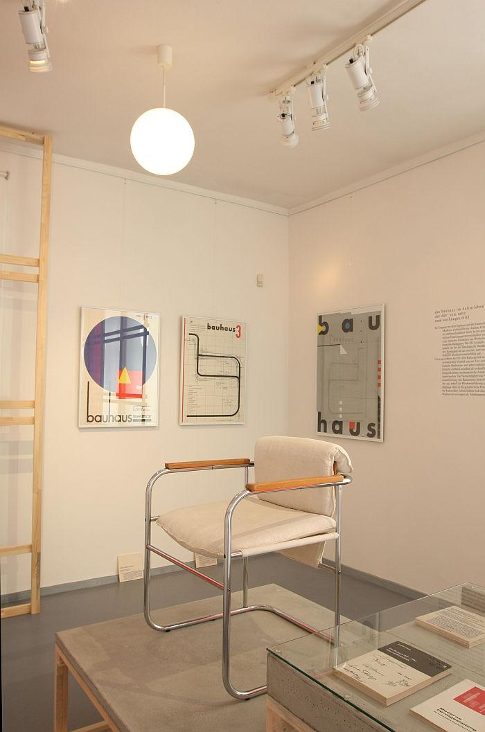 U steel tube chair by Lutz Rudolph for VEB Stima Stendal (1975), as seen at Shaping everyday life! Bauhaus modernism in the GDR, Dokumentationszentrum Alltagskultur der DDR, Eisenhüttenstadt