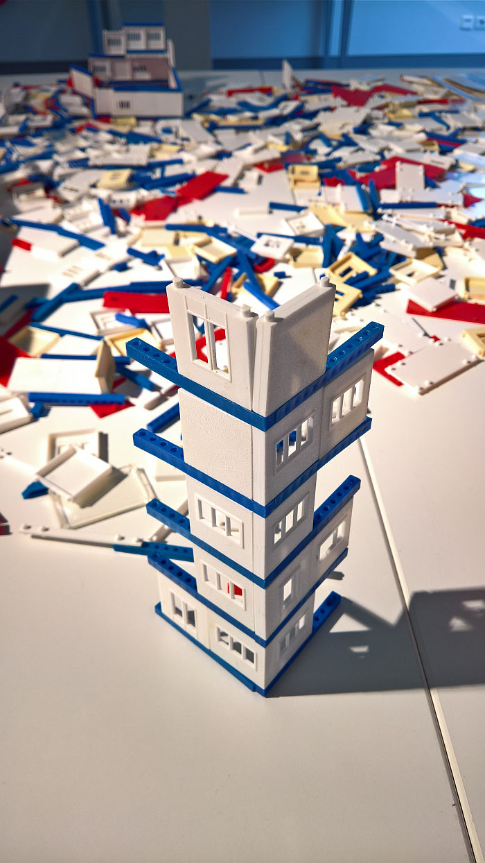 The PLASPI Großblock Baukasten system, as seen at Inspired by Bauhaus - Gotha Experiences Modernity, the KunstForum Gotha