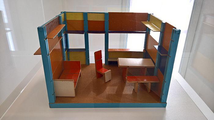 Dolls House by Ludwig Hirschfeld-Mack, as seen at Unknown Modernism, Brandenburgisches Landesmuseum für moderne Kunst, Cottbus