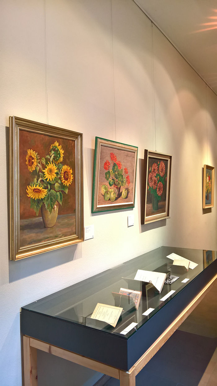 Floral still lifes and examples of the Freytag-Loringhoven library, as seen at Mathilde von Freytag-Loringhoven. Painter, Author, Animal, Psychologist and Bauhaus Critic, Stadtmuseum Weimar