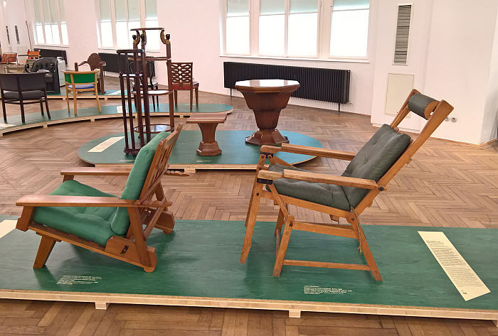 Canadian lounger by Margarete Schütte from 1925 and the Siesta Medizinal recliner by Hans Luckhardt for Thonet, 1936, as seen at Bentwood and Beyond. Thonet and Modern Furniture Design, MAK - Museum für angewandte Kunst Vienna