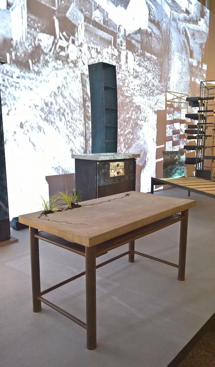 The Amazonas desk by Wolfgang Laubersheimer, as seen at Design Gruppe Pentagon, Museum für Angewandte Kunst Cologne