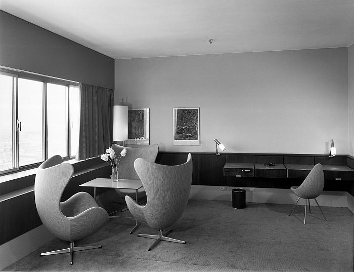 The Egg and Drop chair by Arne Jacobsen in la chambre d'hôtel moderne Copenhagen (photo © Jørgen Strüwing, courtesy Fritz Hansen)