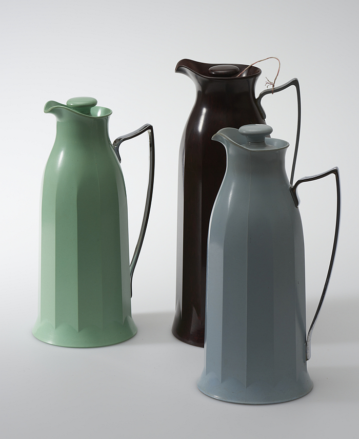 Not just in brown. Thermos flasks, model no. 24 from circa 1930 in white, green and blue (Photo © MAK/Georg Mayer, courtesy MAK Wien)