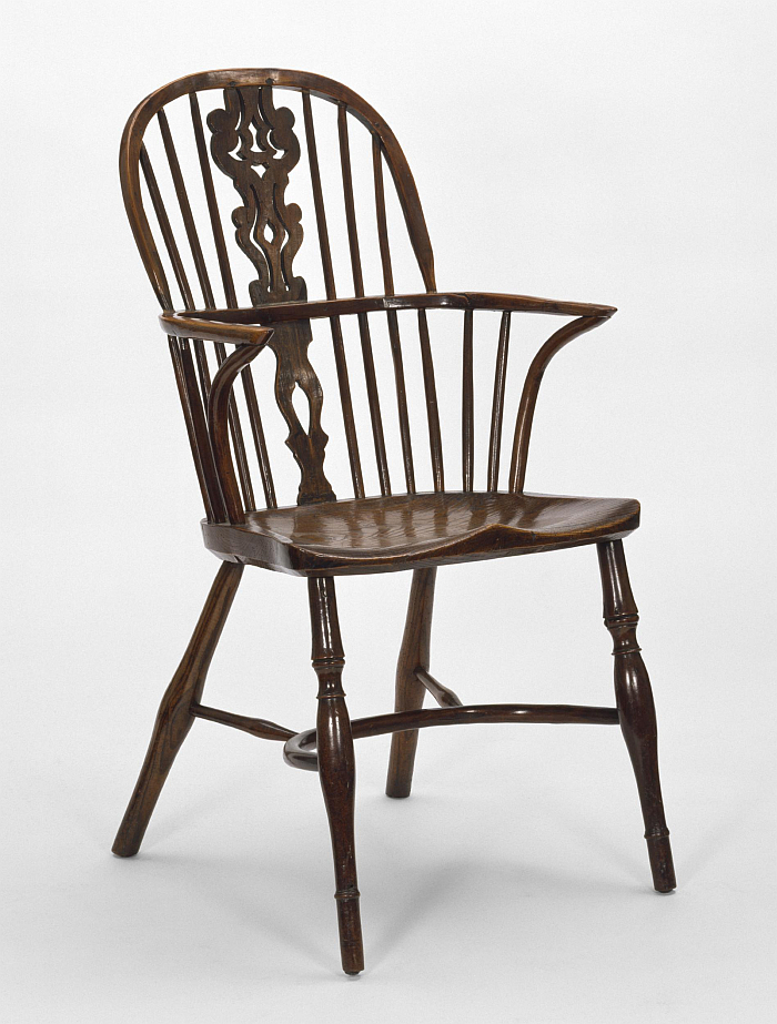 A 19th century English Windsor Chair featuring a splat in the backrest and cow horn stretchers (Image © and courtesy Victoria and Albert Museum, London)