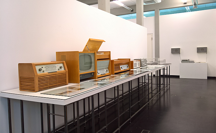 Works by Hans Gugelot (and team) for Braun, and at far end the studio 2 by Dieter Rams for Braun, as seen at Hans Gugelot. The Architecture of Design, HfG-Archiv Ulm