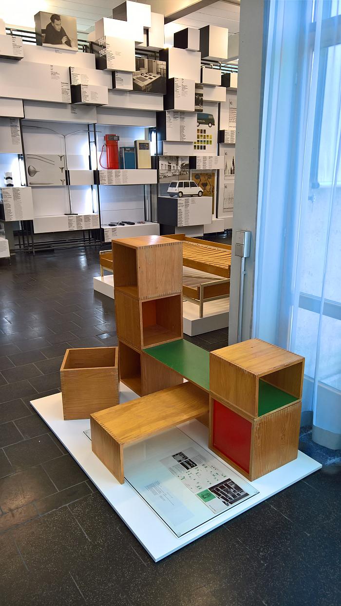 Kindermöbel system by Hans Gugelot for Albin Grünzig, as seen at Hans Gugelot. The Architecture of Design, HfG-Archiv Ulm