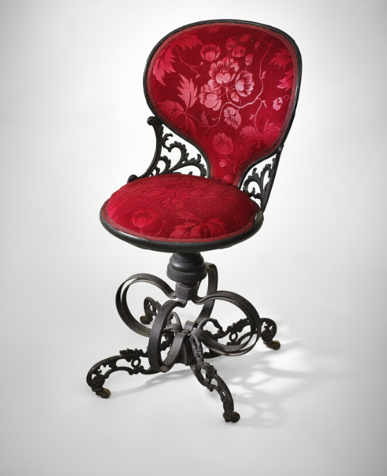 A Centripetal Spring Chair by Thomas E. Warren for the American Chair Company with tapered backrest and no armrests (Image © and courtesy Wolfsonian–FIU, Miami)