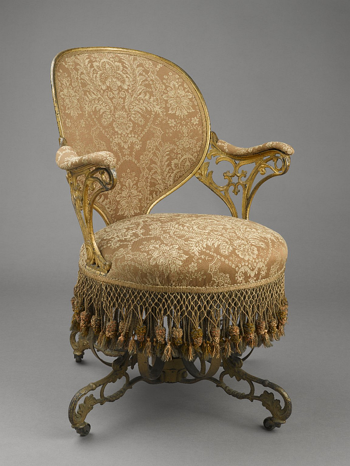 A Centripetal Spring Chair by Thomas E. Warren for the American Chair Company with tapered back and armrests (Image © and courtesy Brooklyn Museum, Brooklyn)