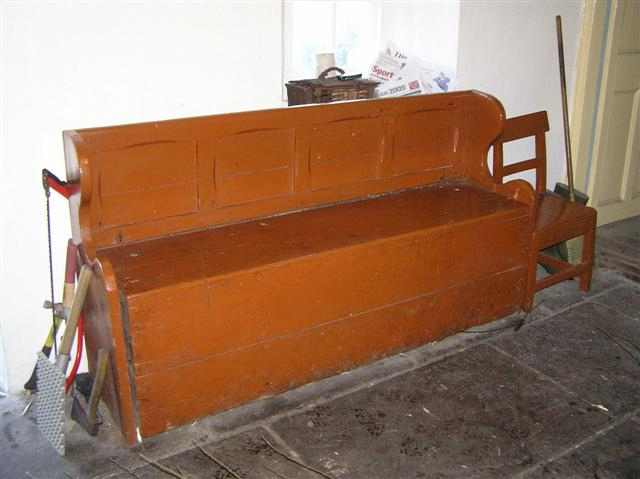 A World of Vernacular Furniture: The Settle Bed