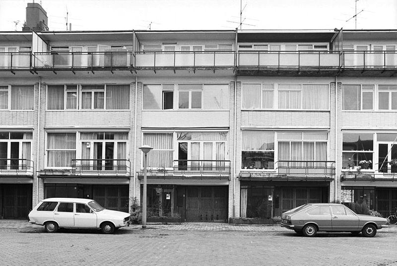 Drive-in houses Anthonie van Dijckstraat Amsterdam by Stam-Beese, Stam, van Tijen and Maaskant (photo courtesy Rijksdienst voor het Cultureel Erfgoed via commons.wikimedia.org)