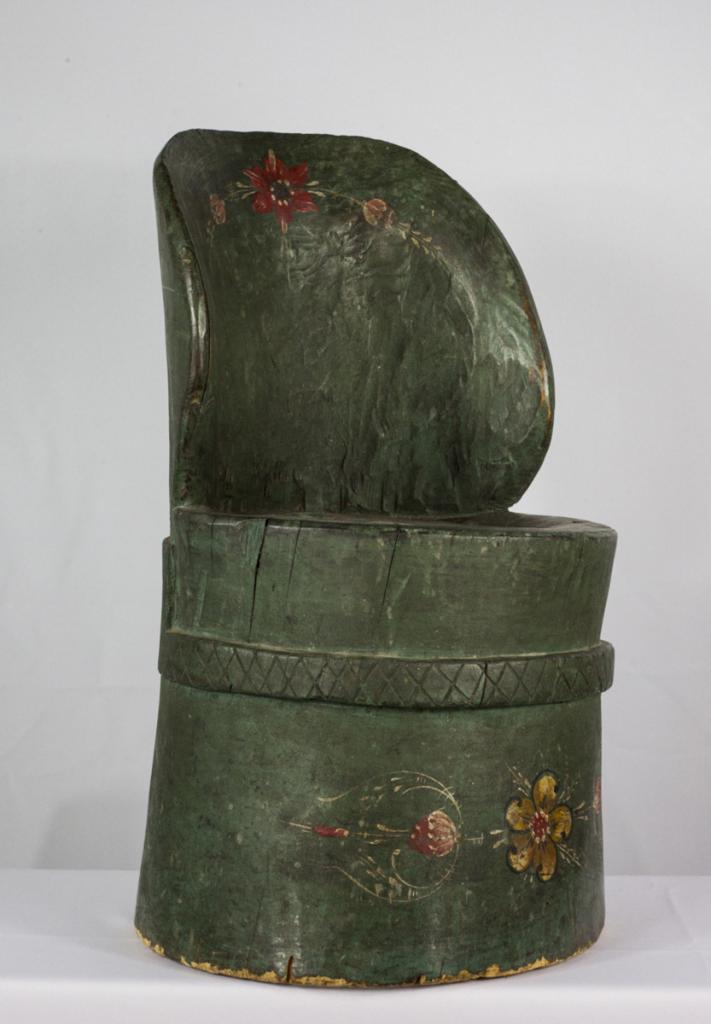A Norwegian-American child's kubbestol (image Little Norway Collection Gift of Raymond & Margaret Vicker Charitable Trust CC BY 4.0)