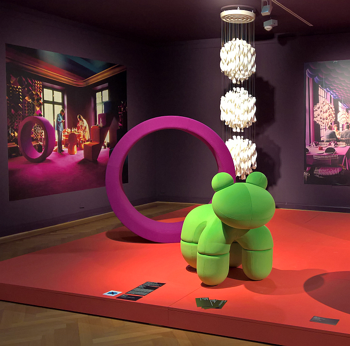 Sitting Wheel by Verner Panton, in real and in photos, and Pony by Eero Aarnio, although it's clearly a Frog, as seen at Nordic Design. The Response to the Bauhaus, Bröhan Museum, Berlin (24.10.2019 - 01.03.2020)