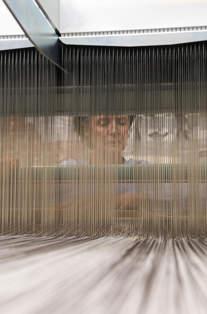 Hella Jongerius. Weaving. (Photo Roel van Tour © Hella Jongerius, courtesy Lafayette Anticipations and Gropius Bau Berlin)