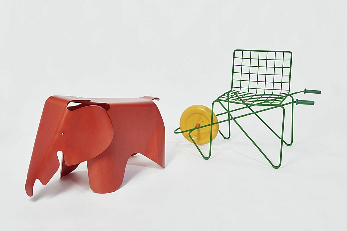 Eames Elephant by Charles & Ray Eames through Vitra (l) and Trotter by Rogier Martens for Magis (r), part of Chairs. For children only!, Grassi Museum für Angewandte Kunst, Leipzig, Germany (Photo Esther Hoyer/ GRASSI Museum für Angewandte Kunst)