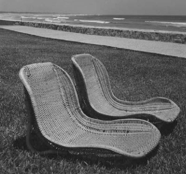 A beach/garden chair by Clara Porset for the Pierre Marqués Hotel, Acapulco .... and the purest of joys (photo commons.wikimedia.org CC BY-SA 4.0, courtesy Archivo Clara Porset Dumas)