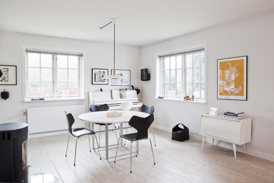fritz hansen grand prix 3130 by arne jacobsen 1957. Black Bedroom Furniture Sets. Home Design Ideas