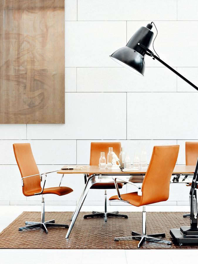 Fritz Hansen Oxford By Arne Jacobsen 1965 Designer Furniture By