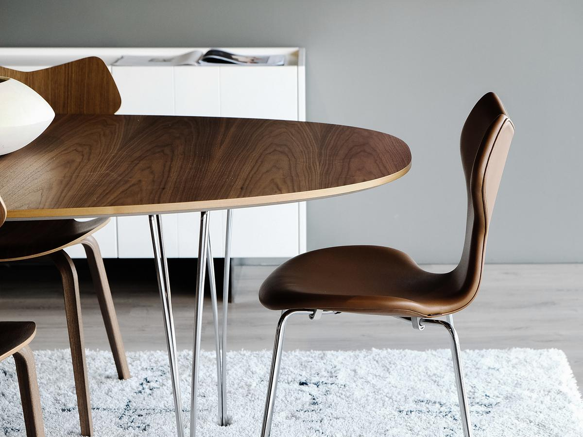 Fritz hansen piet hein table by piet hein bruno mathsson for Chaise arne jacobsen