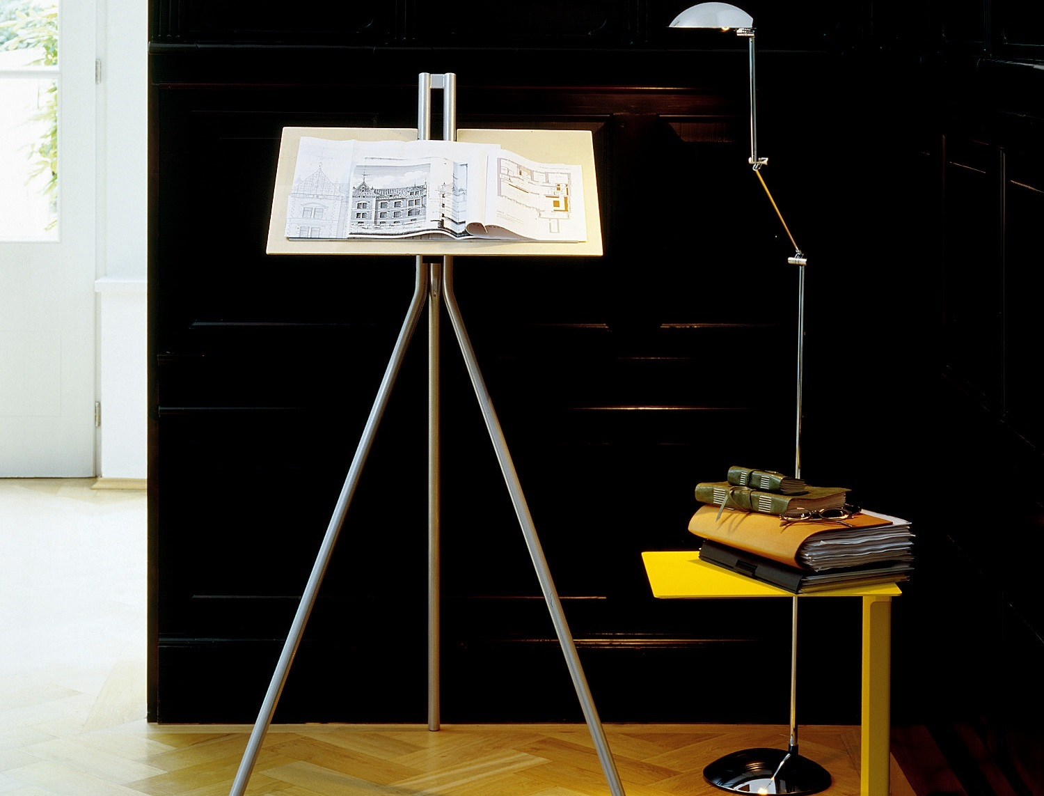 Good reasons for a height-adjustable desk Notos lectern