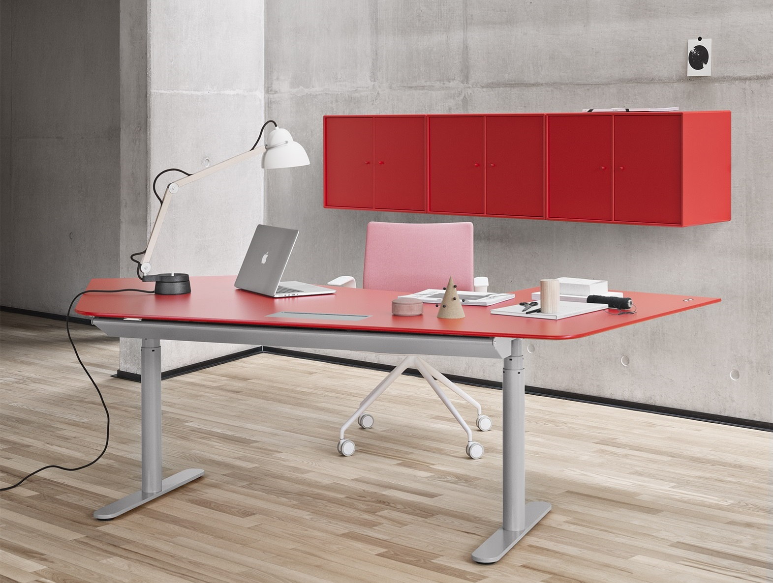 Good reasons for a height-adjustable desk Montana single
