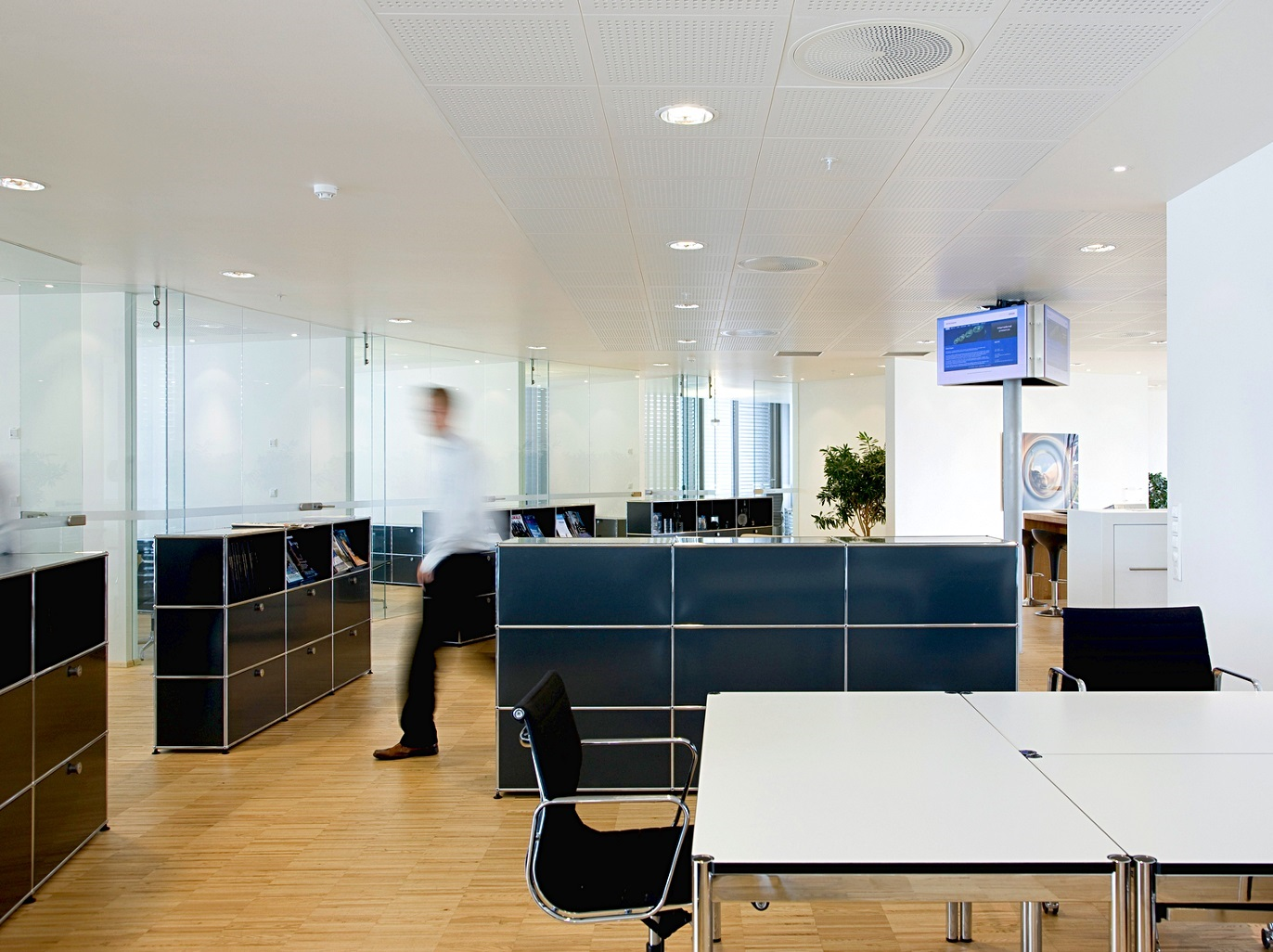 Setting up and planning a contemporary office combination office