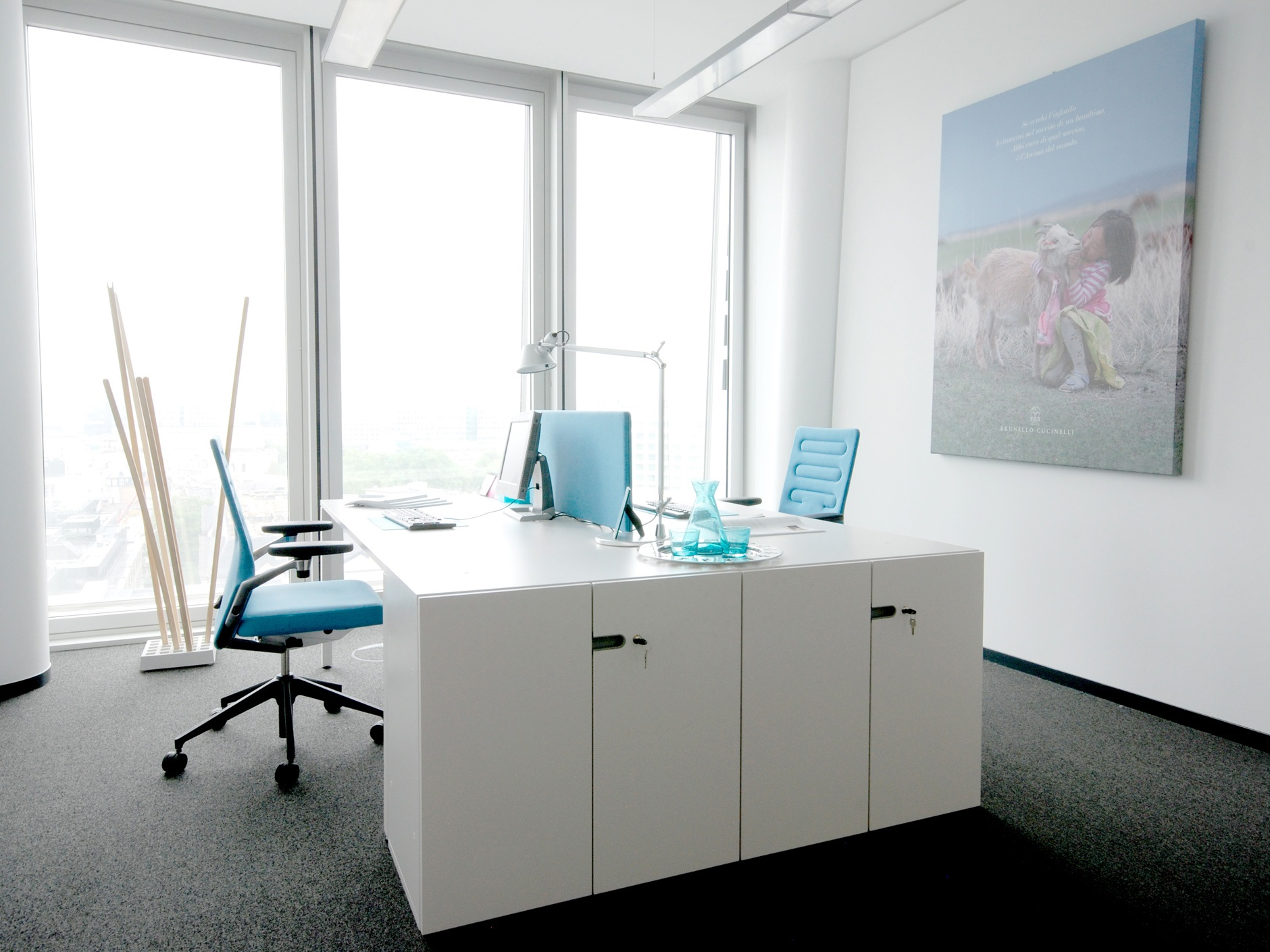 Setting up and planning a contemporary office window