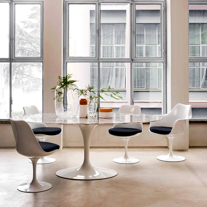 Knoll International Saarinen Tulip Chair by Eero Saarinen 1955