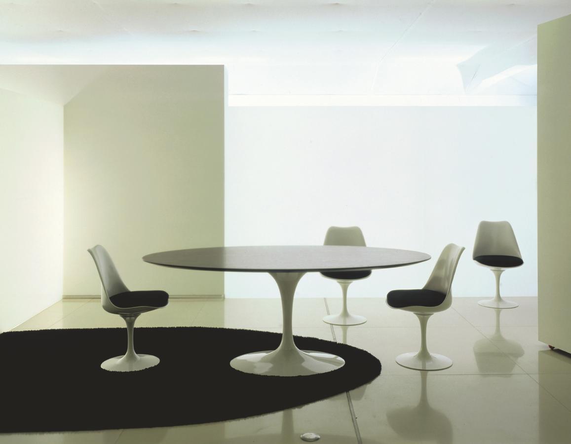 Knoll international saarinen tulip chair by eero saarinen for Saarinen beistelltisch marmor