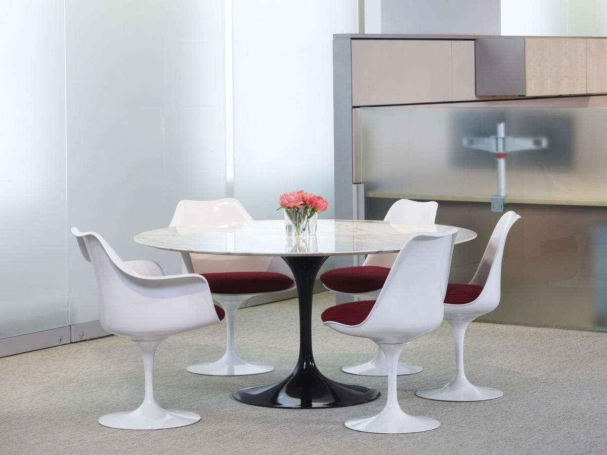Knoll International Saarinen Tulip Chair By Eero