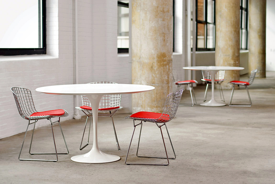 Knoll International Saarinen Round Dining Table By Eero Saarinen - Saarinen table white laminate