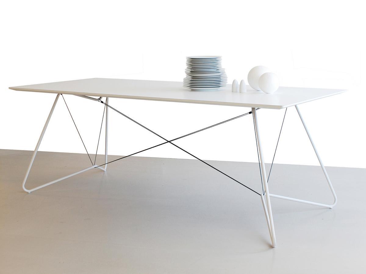 Ok design on a string table by ok design designer for Joop 007 esstisch