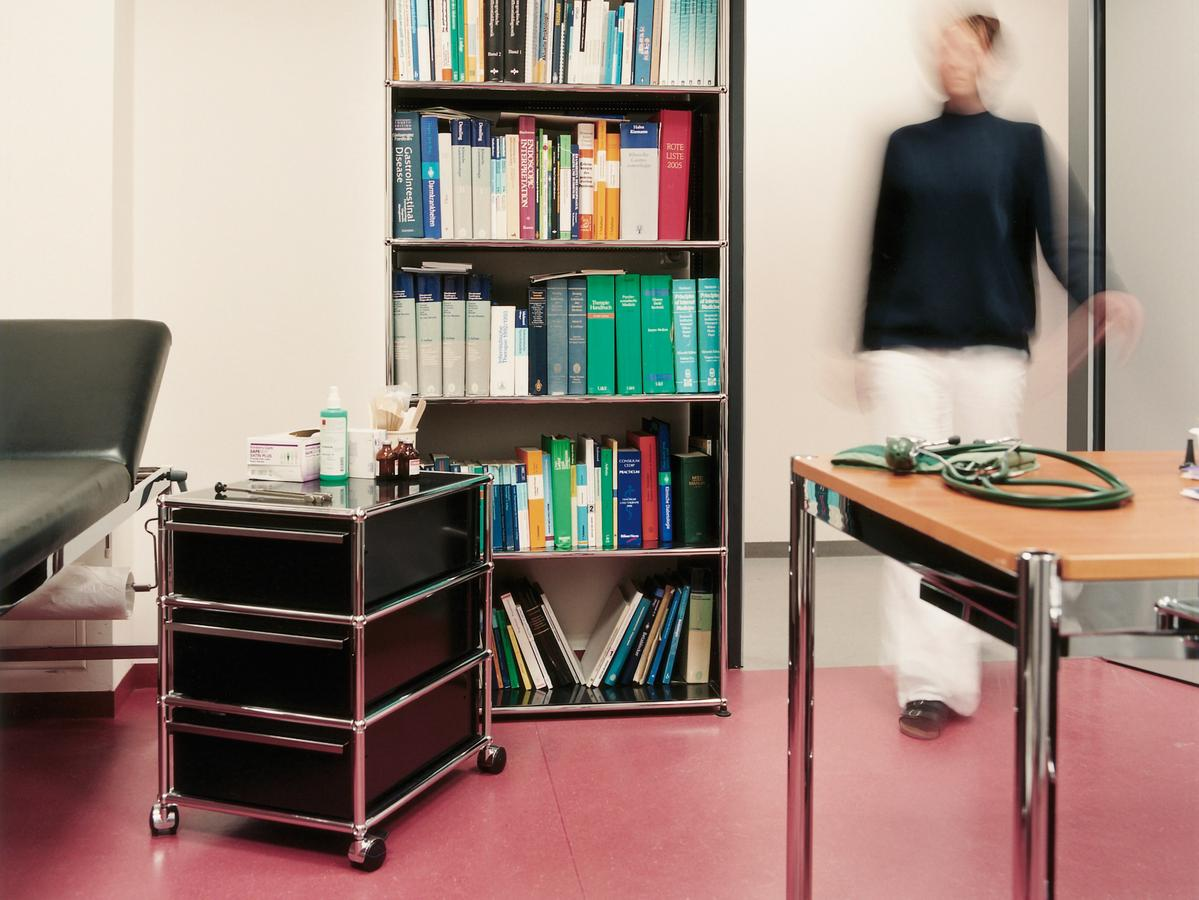 usm haller mobile pedestal with 3 drawers type i by fritz. Black Bedroom Furniture Sets. Home Design Ideas