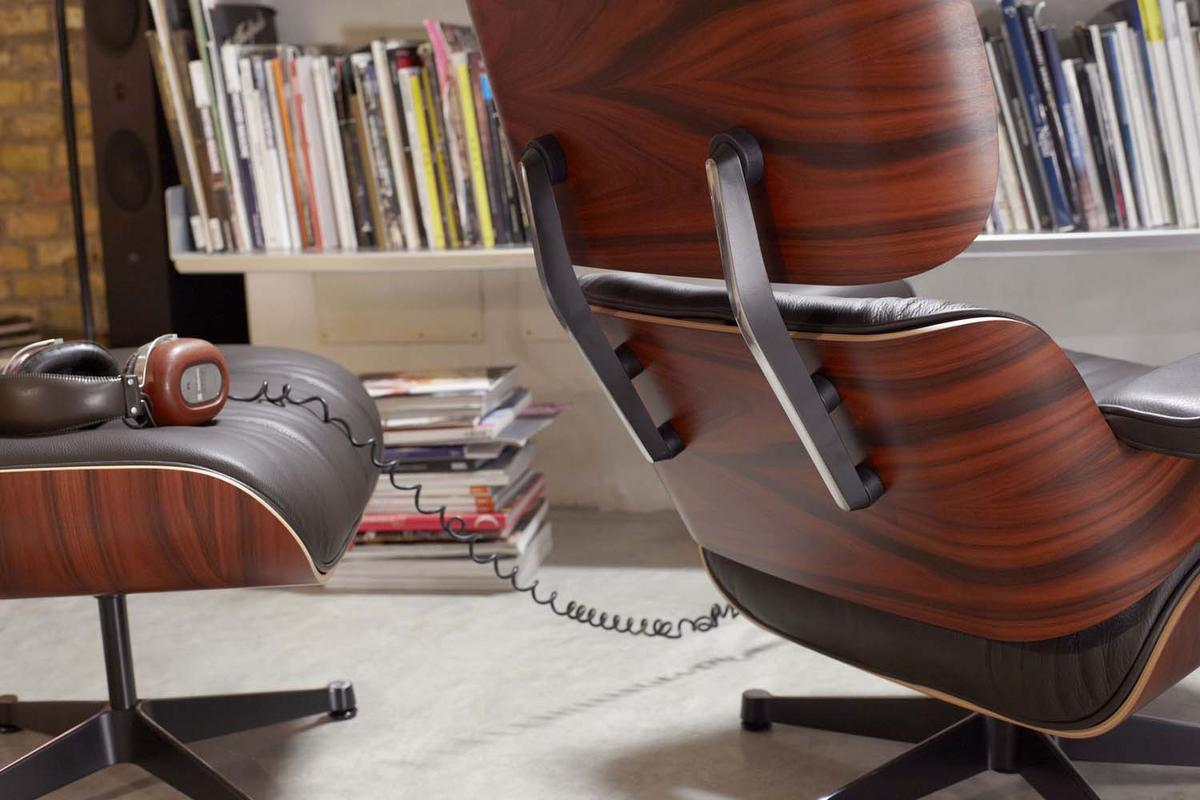 Vitra lounge chair amp ottoman white version von charles amp ray eames - Lounge Chair By Charles Ray Eames
