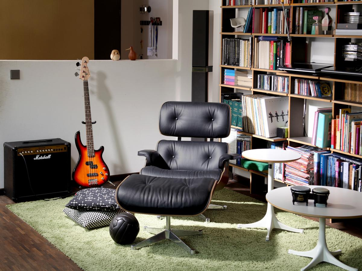 vitra lounge chair ottoman by charles ray eames 1956 designer furniture by. Black Bedroom Furniture Sets. Home Design Ideas