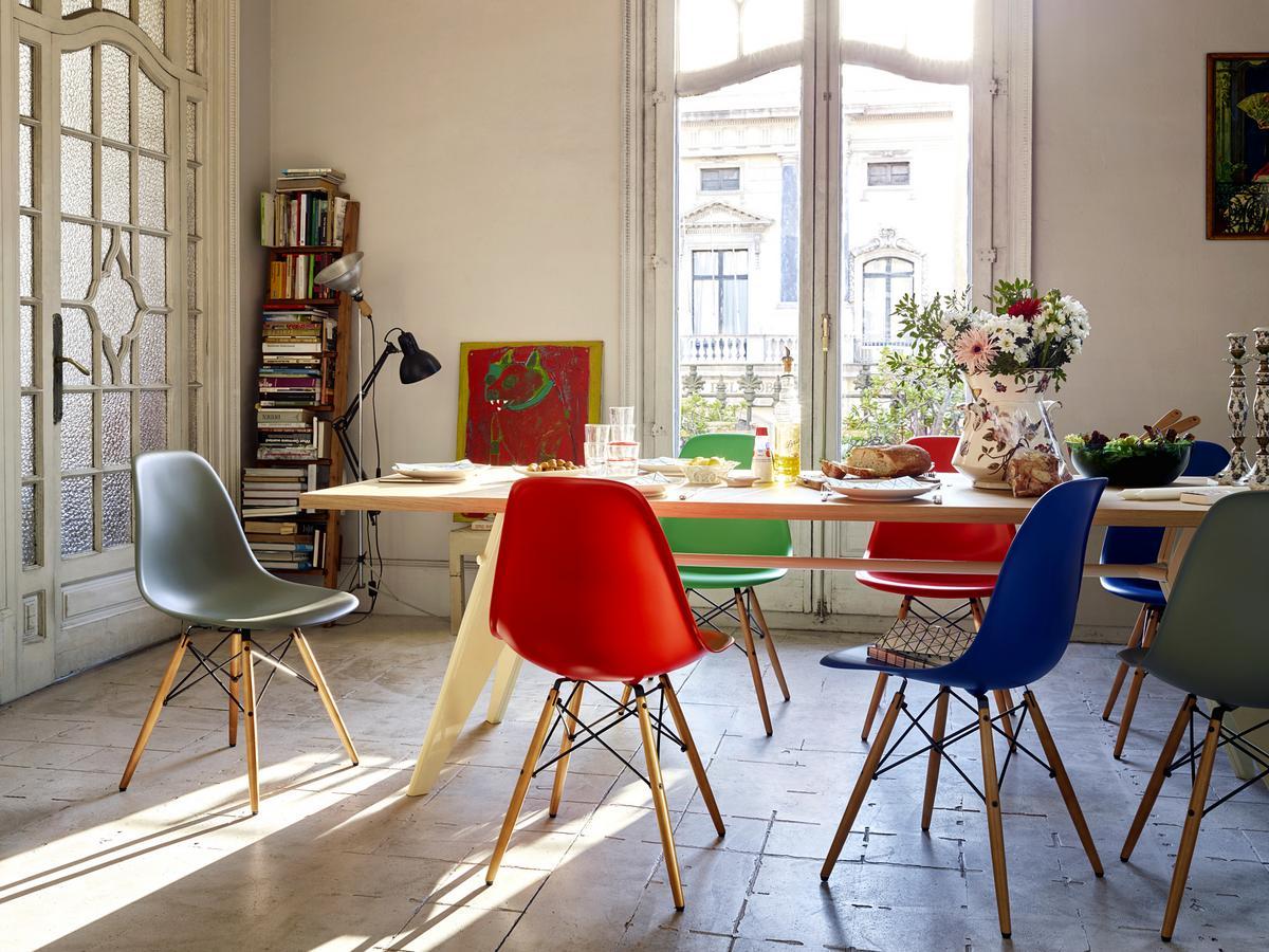 Vitra eames plastic chair family 05 zoom