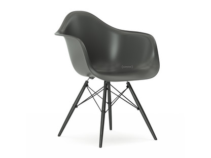 vitra eames plastic armchair daw by charles ray eames 1950. Black Bedroom Furniture Sets. Home Design Ideas