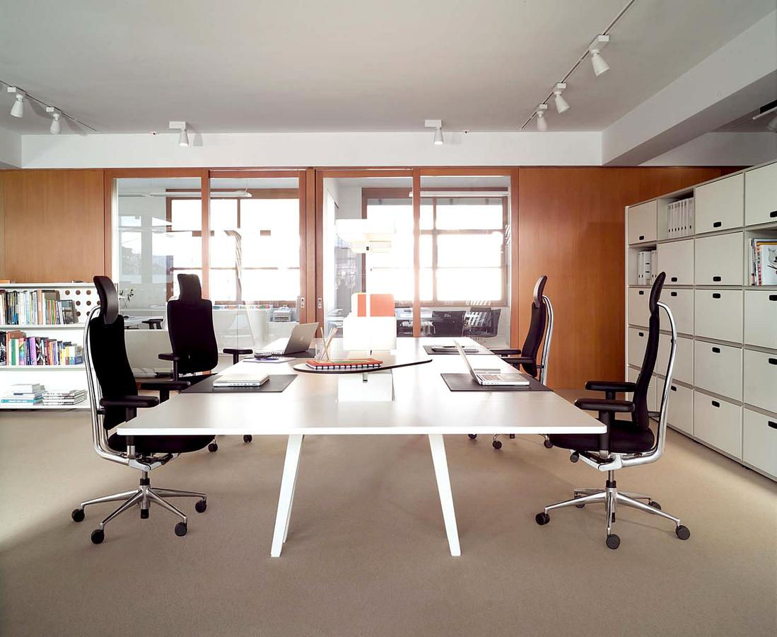 Vitra headline management chair by mario claudio bellini for Office design vitra