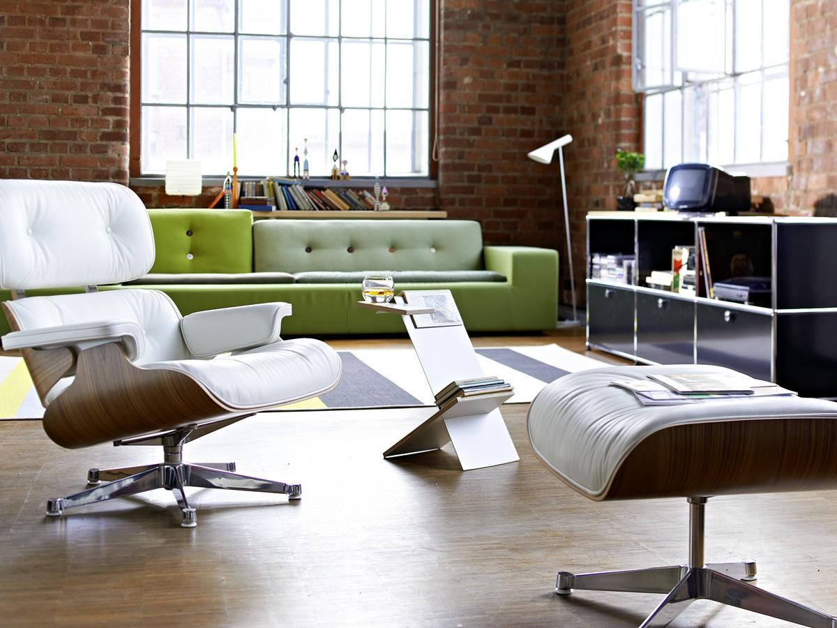 Eames lounge chair in room - Lounge Chair White Version