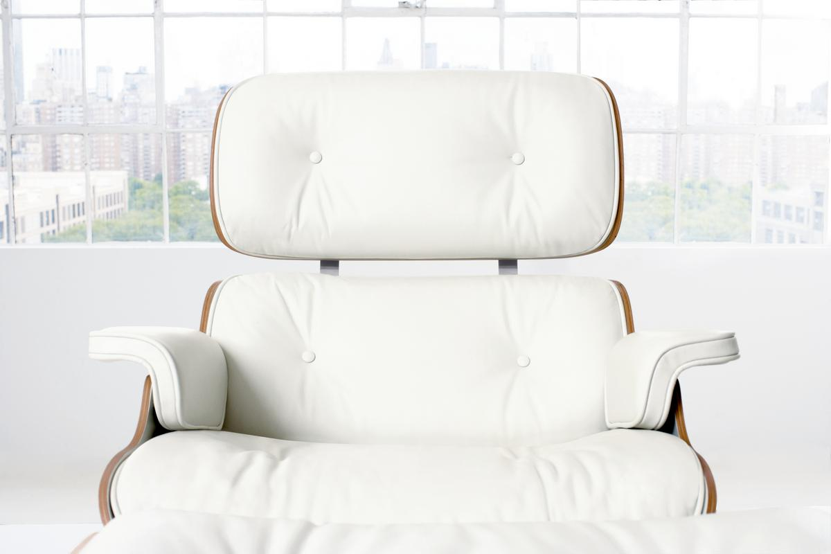 vitra lounge chair ottoman white version 84 cm original height 1956 by charles ray. Black Bedroom Furniture Sets. Home Design Ideas
