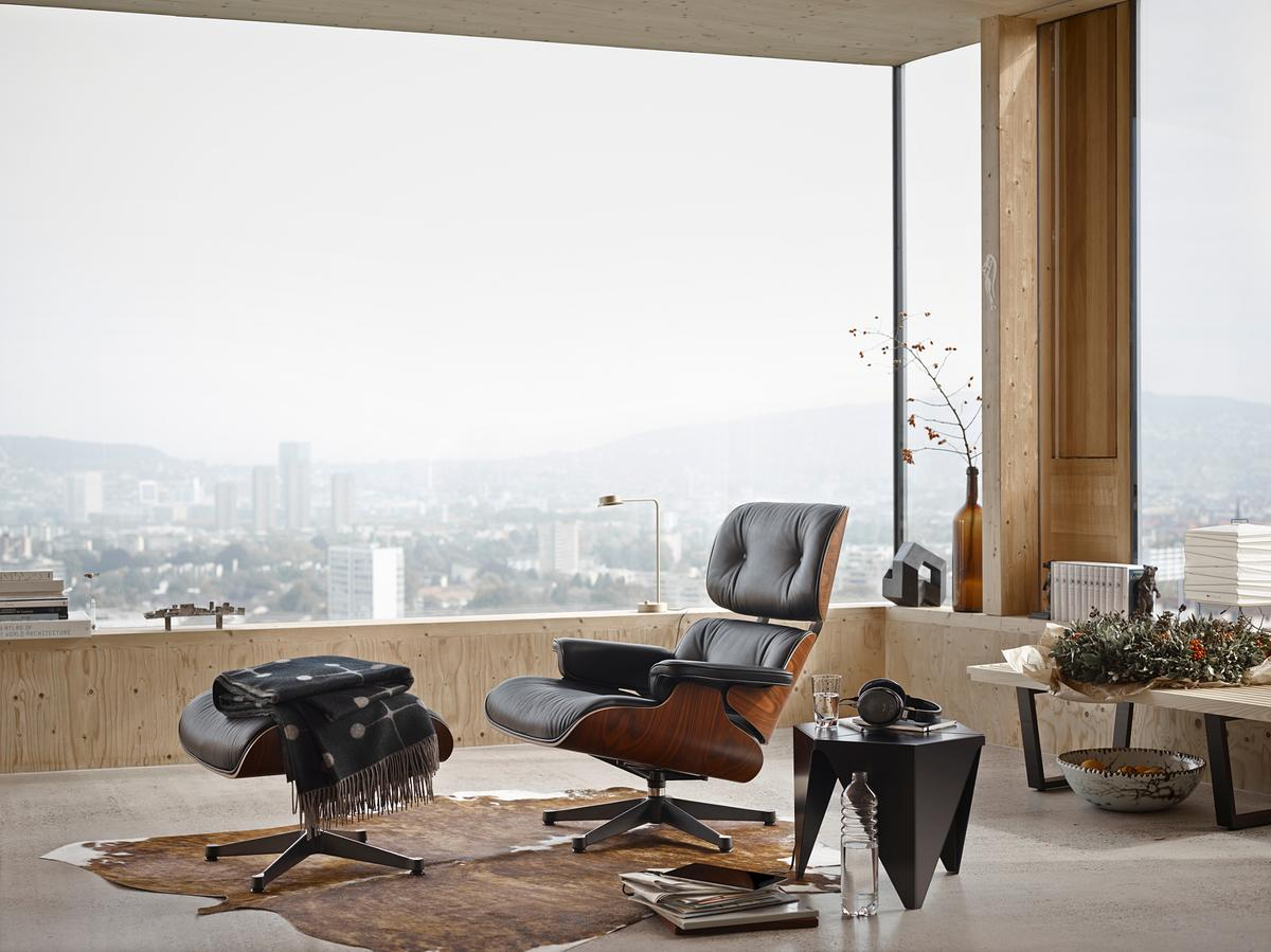 Eames lounge chair in room - Lounge Chair Ottoman Black Version