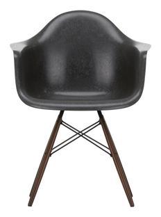 Eames Fiberglass Armchair DAW